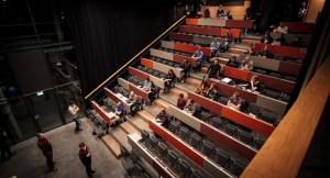 Hörsaal an der TU in Berlin, hier komparst die Produzentin noch selbst!